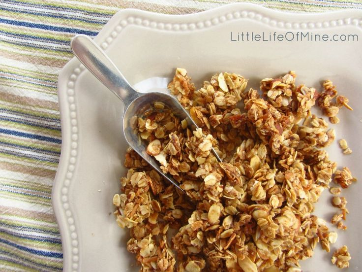 Little Chefs: Homemade Almond Coconut Granola | littlelifeofmine.com