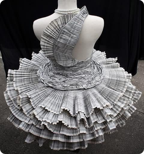 Платье из пакетов для мусора фото