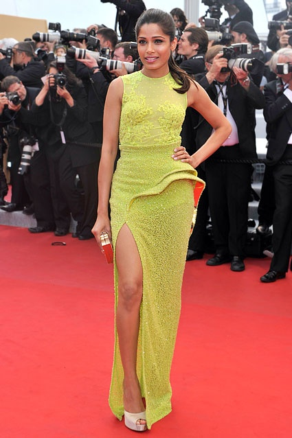 Freida Pinto was lovely in lime green in this Atelier Versace dress, the silhouette similar to her Michael Angel gown earlier.