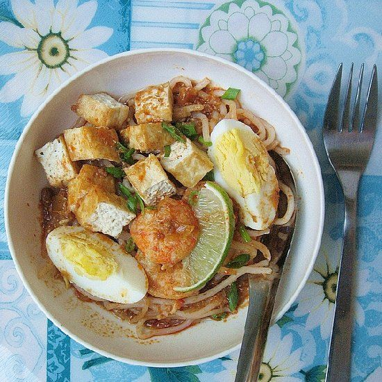 Mee Siam - spicy tangy rice vermicelli served with shrimps, boiled ...