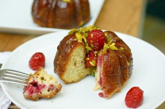 raspberry and pistachio mini cake - http://www.tasteofbeirut.com/2011 ...