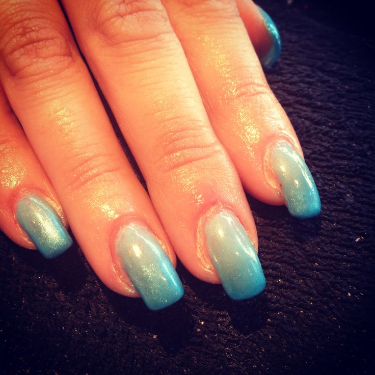 Shellac Nails - blue ombré with #JaneBellissimo | CND Shellac Nails