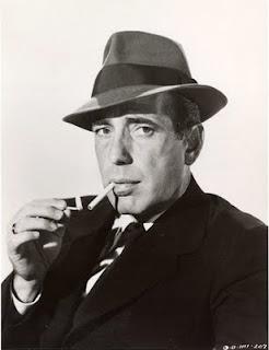Humphrey Bogart il classico dei classici, oggi fumerebbe sigaretta elettronica categoria classic?