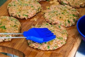 ... : Recipe for Grilled Middle Eastern Turkey Burgers with Yogurt Sauce