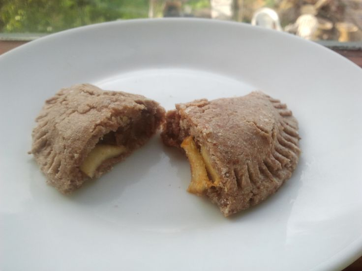 Raw vegan apple turnover. Gluten-free, soy-free, no refined sugars ...
