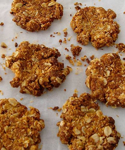 anzac biscuits cooling by fig amp cherry via flickr