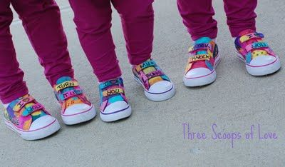 Love these DIY Graffiti Shoes via @jdaming (Three Scoops of Love) @lilblueboo graffiti shoes tutorial