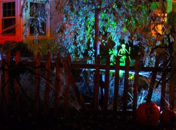 Pin by jenny fohey on haunted house ideas pinterest for Homemade haunted house effects