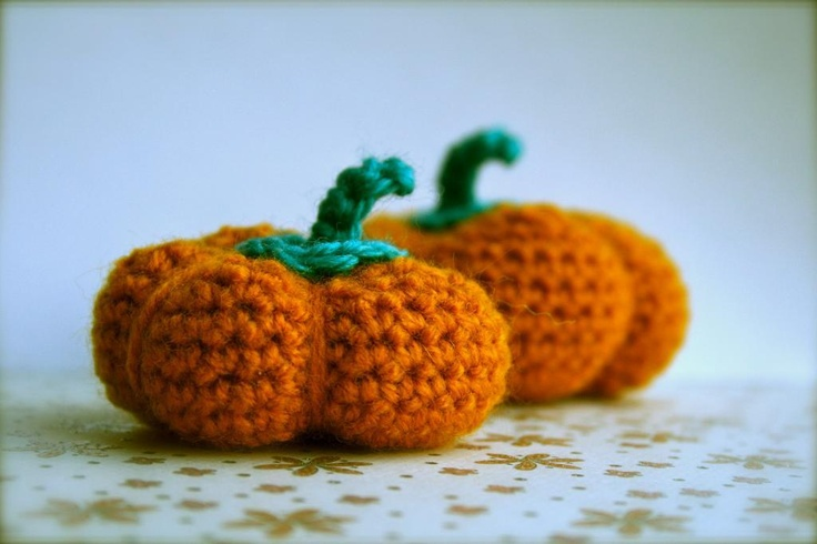 Pumpkin amigurumi crochet toy pattern Crow Shay. Pinterest