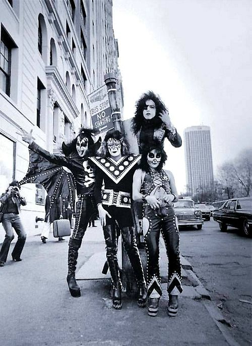 KISS, in NEW YORK CITY (1974)