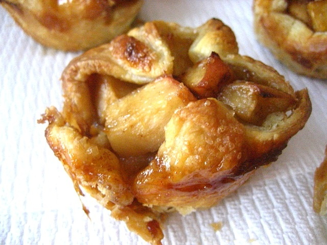 ... my fave combo!Stacey Snacks: Individual Rustic Apple Tarts & Winners