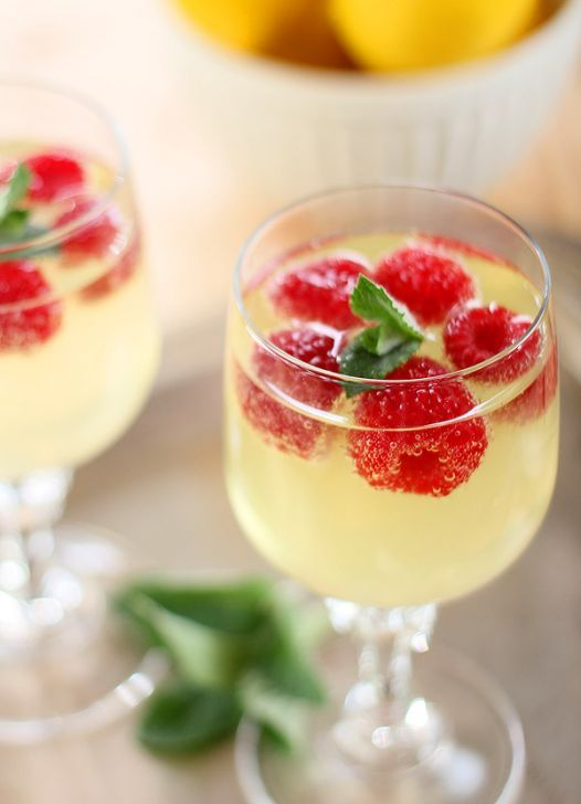 Limoncello and Prosecco Cooler with Raspberry Ice Cubes - Yummyship