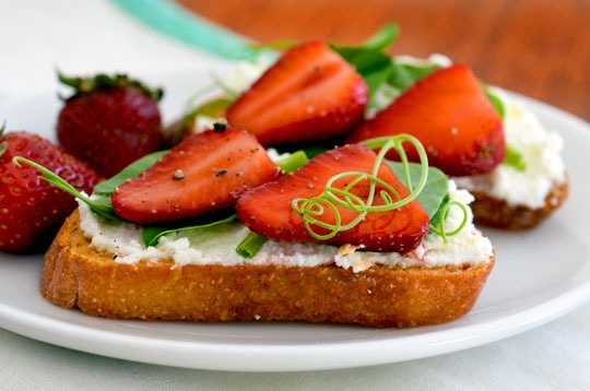 Crostini with pea shoots and strawberries