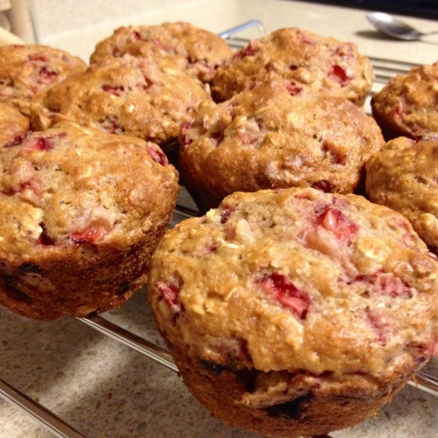 Strawberry Oatmeal Muffins 1/2 cup whole wheat flour 1/2 cup flour 1 ...