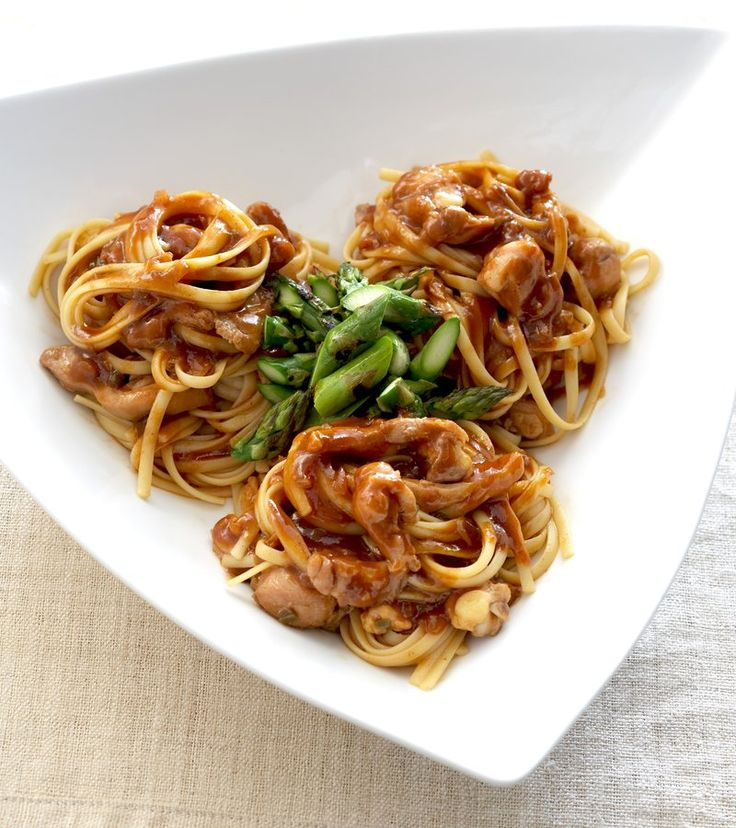 Linguine pasta with sautéed chicken thighs simmered in a bold ...