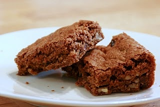 Quinoa Breakfast Brownies. Oh, these are so good. Even with less sugar ...