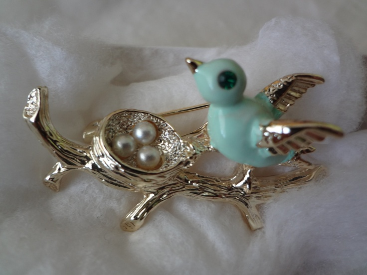Vintage gerry pin brooch mint green bird in nest seed for Vintage costume jewelry websites