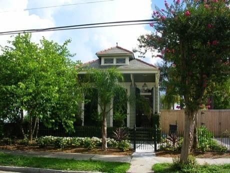 Shotgun House In New Orleans Backyard Cottages Pinterest