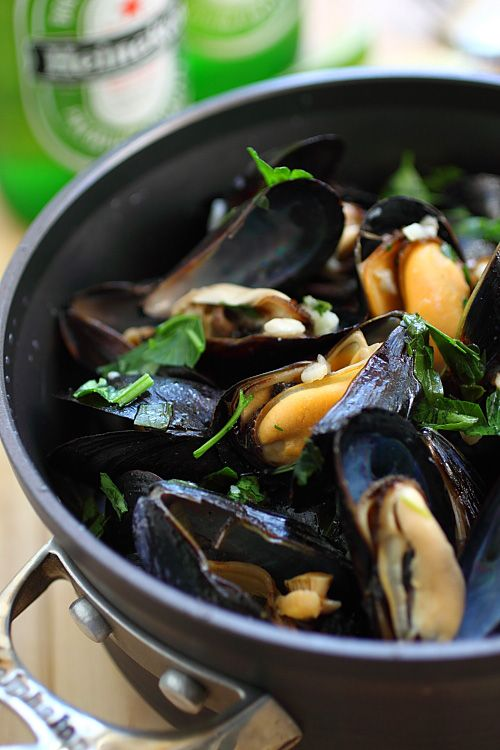 Beer Steamed Mussels. Yuck yuck yuck. My brother would loooove these ...