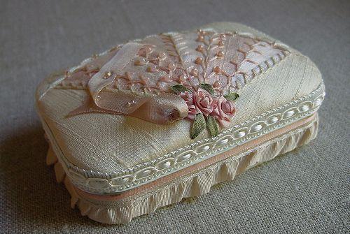 Elegantly decorated Altoid tin.