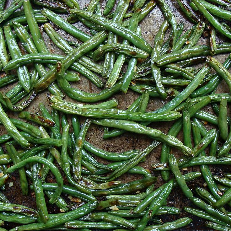 Garlic Roasted Green Beans by dulcedelicious: An easy  go-to veggie recipe which pairs with just about anything. #Green_Beans #Garlic #dulcedelicious