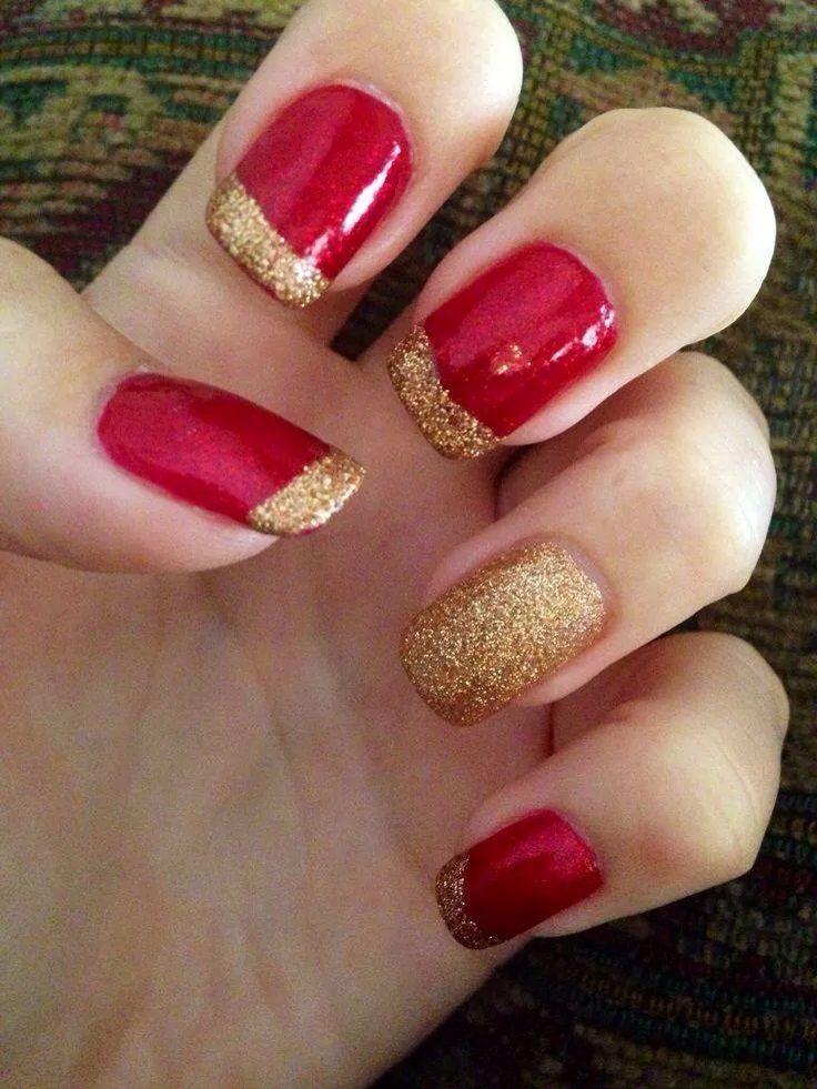 uñas postizas rojas con dorado