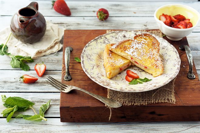 strawberry + mascarpone stuffed french toast.