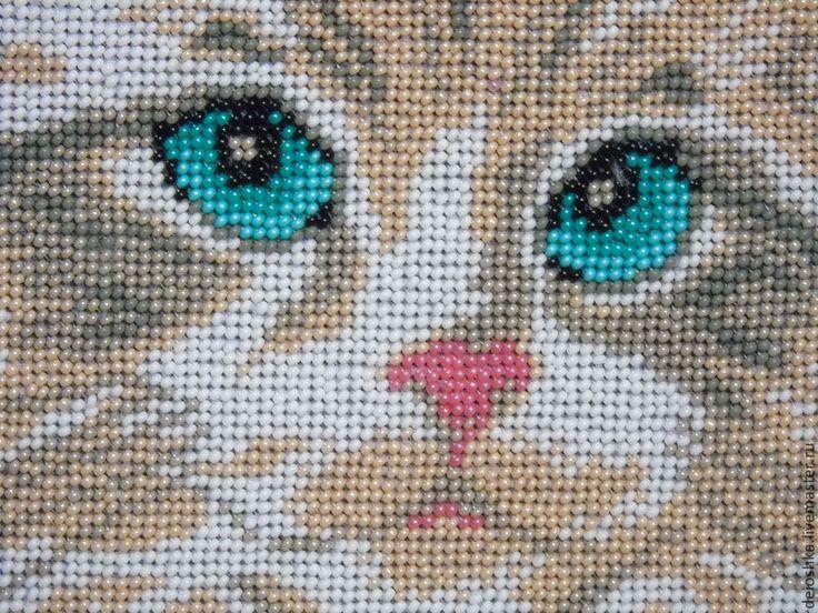 Белый кот вышивка бисером 23