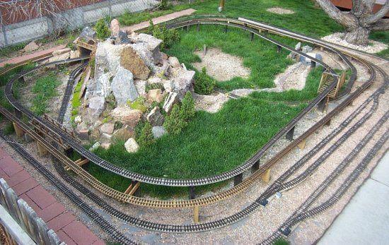 Garden train layout railroading model trains pinterest for Garden railway designs