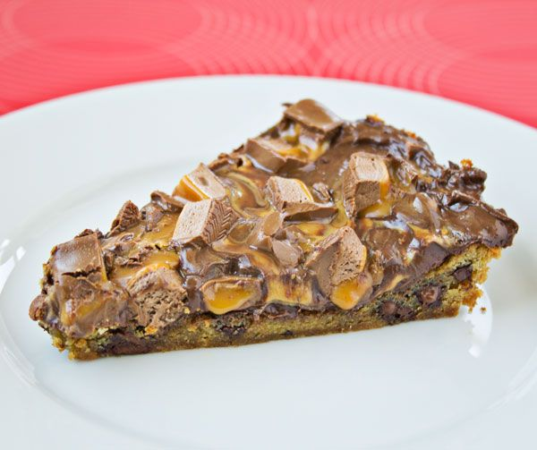 Cookie Cake with Peanutbutter and Candybars - made with refrigerated ...