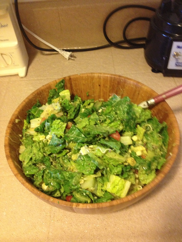 Yummers salad!!! Romaine, organic corn, tomato, avocado, sprouts ...