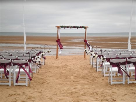 Pialba Beach : Burgandy Wedding