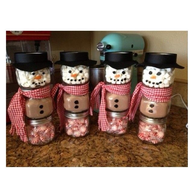 Snowmen made from a baby food jar! ⛄️⛄️⛄️⛄️ The top jar is filled with marshmallows. The middle jar is filled with hot chocolate mix. The bottom jar is filled with mints. I love this cute DIY for the holidays! ❄️ #Padgram