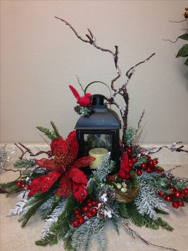Christmas lantern wreaths and floral arrangements for Images of lanterns decorated for christmas