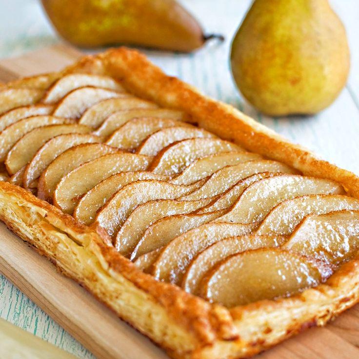 открытый пирог с яблоками из слоеного теста рецепт с фото