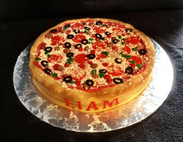25 Pizza Cakes For The Best Pizza Party Ever 3e29c4bc1c655c0d3a9c3dd48f8adf95 jpg
