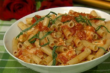 Recipe: Pasta with Roasted Tomatoes, Rosemary, Basil and Brie (video)