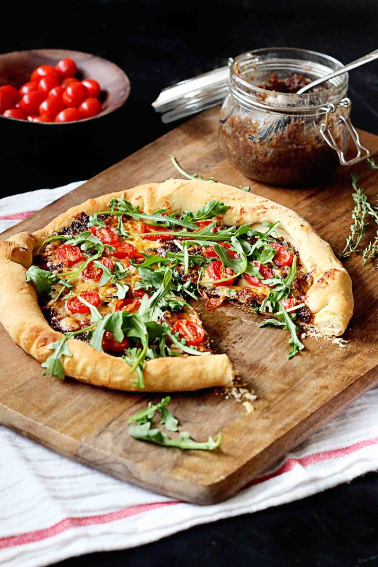 Bacon Jam Pizza with white cheddar cheese, tomatoes, and arugula. It's ...