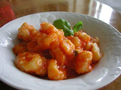 Gnocchi with tomato sauce - Gnocchi con salsa di pomodoro - Cooking ...