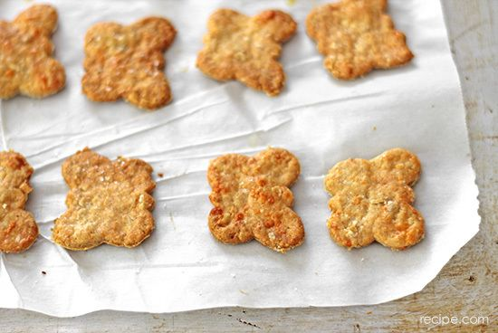 Homemade Whole Wheat Cheddar Cheese Crackers