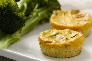 Crustless Broccoli-Cheddar Quiches | Yummi Food | Pinterest