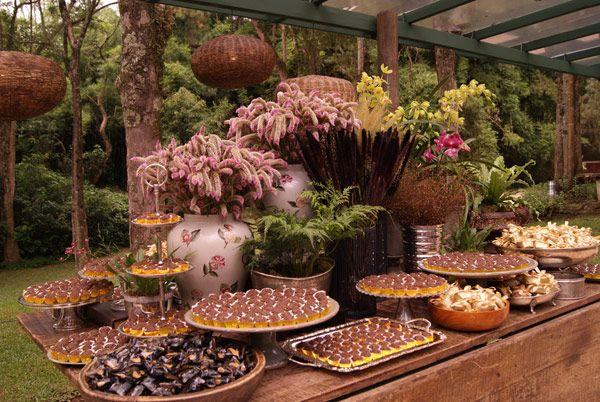 Decoração de mesa de doces rústica