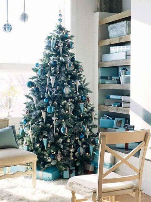 Blue christmas living room ideas 525x700 blue white - Blue and silver living room ...