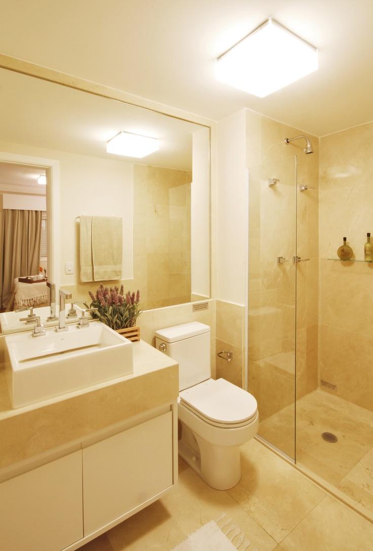 As cores claras com acabamentos sofisticados podem e devem ser trabalhadas em -> Banheiro Pequeno Decorado Com Marmore