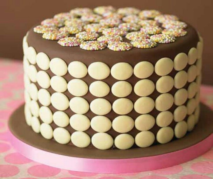 Chocolate button cake Sugarcraft - Patterned cakes ...