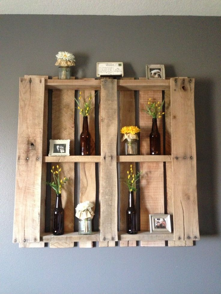 DIY Pallet! Makes a great wall feature in any room and so easy to change out dec