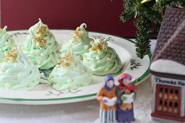 Merry Christmas Meringue Cookies With White Chocolate Decorations ...