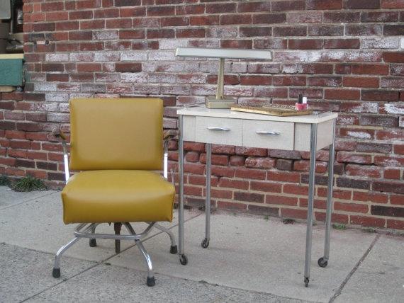 vintage manicure table industrial salon vintage salon pinterest. Black Bedroom Furniture Sets. Home Design Ideas