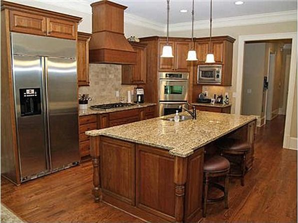 Love that cinnamon maple kitchen cabinet color, and the huuuuuge