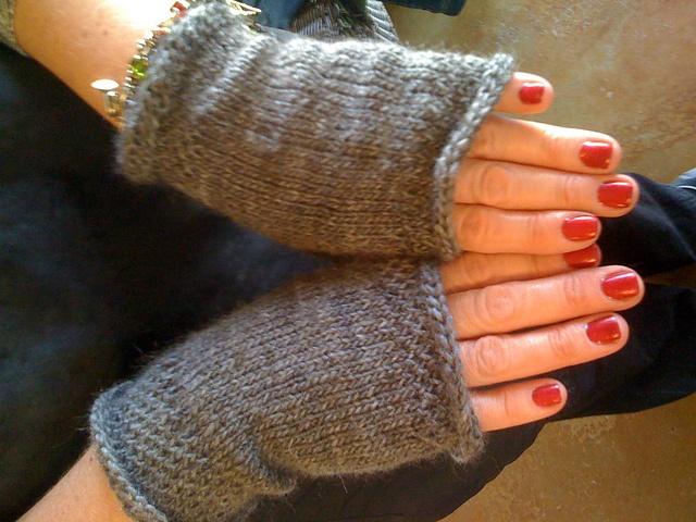 Wrist Warmers Free Knitting Pattern : Pin by Lynn OConnor on crafts Pinterest
